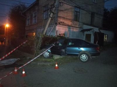 На Буковині від початку року водії пошкодили 39 електроопор