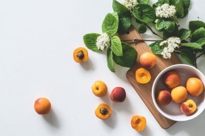 Чому варто уникати вживання кісточок фруктів