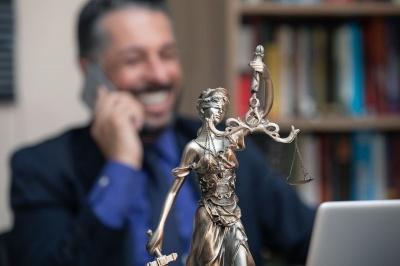 Анекдот дня: про адвоката