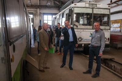 Тролейбусникам виплатять зарплати та допоможуть підготуватися до зими*