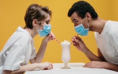 Лікар розповів, у яких випадках небезпечно носити маску