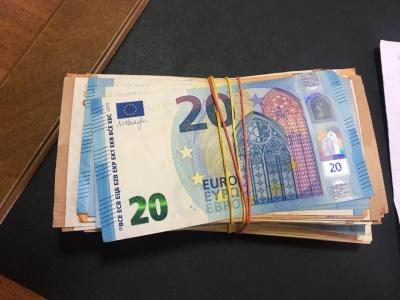 Незвична знахідка: на Буковині прикордонник  у траві знайшли 9 тисяч євро