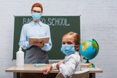 В управлінні освіти Чернівців пояснили, чи потрібно здавати гроші на антисептики