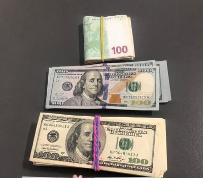Заховав у дитячих черевичках і за пазухою: на Буковині на кордоні вилучили 24 тис валюти
