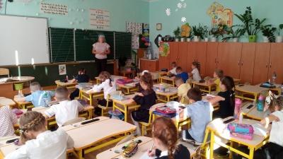 Перерыв - на свежем воздухе: школьники Черновцов вернулись к учебе
