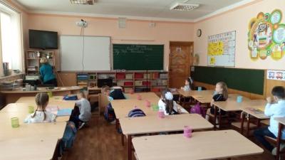 Перерва – на свіжому повітрі: школярі Чернівців повернулись до навчання