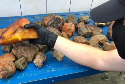 На «Порубному» спіймали буковинця, який віз бурштину на понад пів мільйона гривень