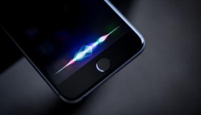 """Siri може заговорити українською. Apple шукає фахівця, який """"навчатиме"""" голосового помічника"""