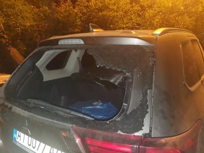 У Чернівцях невідомі побили автомобіль кандидата в депутати від «ЄС»