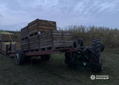 На Буковині через перекидання трактора знову загинув водій