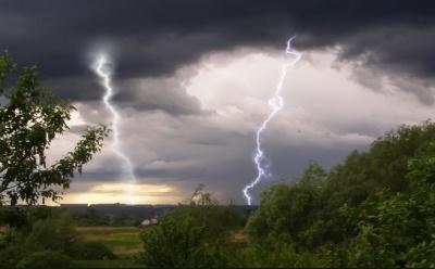 Сильні дощі, грози: на Буковині очікується погіршення погодних умов