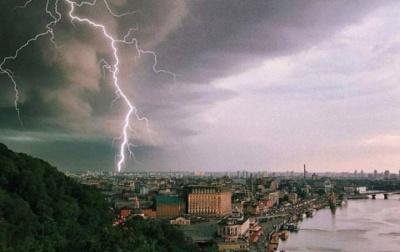 Штормове попередження: на Буковині очікуються сильні грози