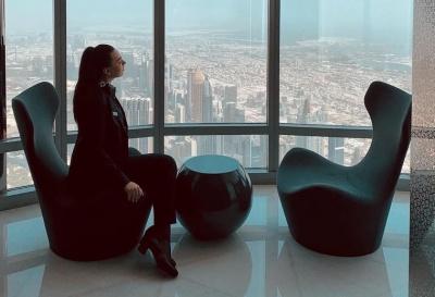 Проводила екскурсії для Траволти і Мессі: чернівчанка працює у найвищій будівлі світу