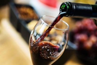 Зміцнює імунітет: який алкоголь корисний восени