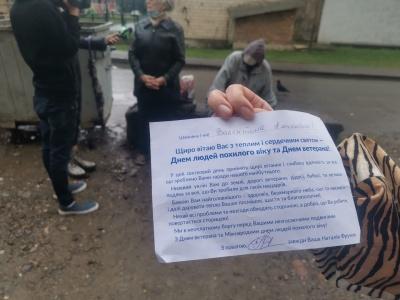 У Чернівцях роздавали продуктові набори від імені кандидатки в депутати: вона заявила про провокацію