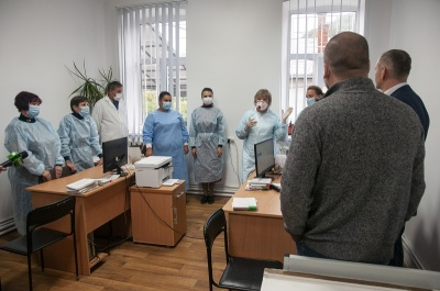 Віталій Михайлішин допомагає завершити реконструкцію амбулаторії №2 у мікрорайоні Роша*