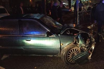 Нічна ДТП у Чернівцях: внаслідок зіткнення двох авто троє людей травмувались – фото