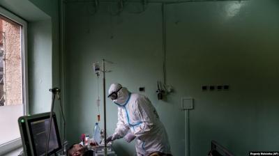 Новий рекорд COVID-19: за добу в Україні виявили понад 4,6 тисяч хворих