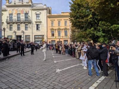 Із оркестром і театром: у Чернівцях офіційно розпочали святкування Дня міста - фото