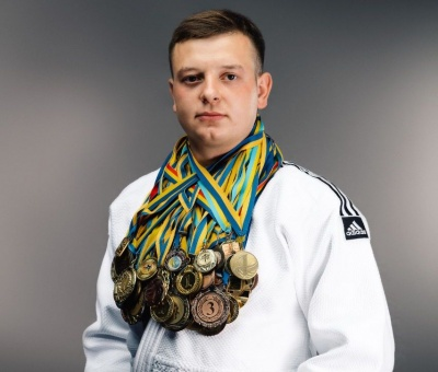 «Має 75 медалей»: історія хлопця з Буковини, який втратив руку, але став чемпіоном з дзюдо