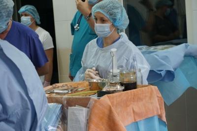 """""""Наче кулачок"""": журналістка """"МБ"""" побувала на першій операції на відкритому серці на Буковині"""