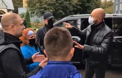 Яценюк прилетів до Чернівців на роковини смерті батька – відео
