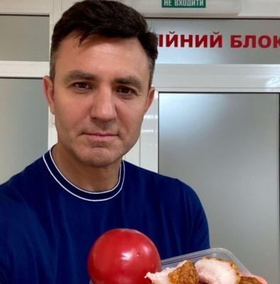 Хворий на коронавірус Тищенко розповів, що в нього двостороння пневмонія і показав, чим лікується