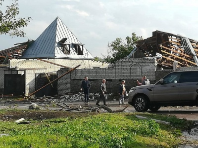 В Кропивницкому ураган срывал крыши с домов и валил деревья - фото, видео