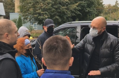 «Ти ніколи не станеш мером»: Каспрук емоційно звернувся до Яринича через інцидент в аеропорту