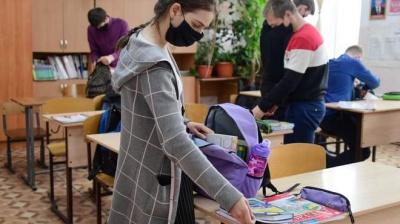 Скільки учнів та вчителів у Чернівцях захворіли на COVID-19