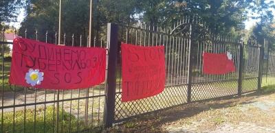 «Рейдерське захоплення»: у Чернівцях пікетують проти центру соцдопомоги у санаторії «Садгора»