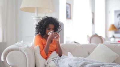Прості та корисні поради, які допоможуть швидко подолати осінню застуду