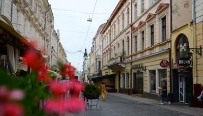 Коронавірус на Буковині: медики зафіксували за добу майже три сотні нових випадків хвороби