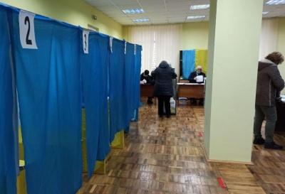 На виборчих дільницях на Буковині виявили перші порушення: що відомо