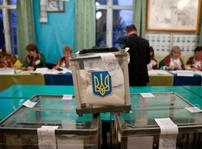 На Буковині члена дільниці запідозрили у незаконній агітації за кандидата в день виборів