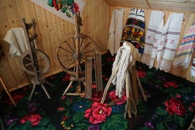 «Совершила детскую мечту»: чернивчанка открыла на чердаке своего дома первый в городе частный музей