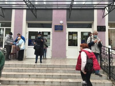 «Зіткнулись із свавіллям»: у Чернівцях депутата Найдиша звинуватили у перешкоджанні проведенню екзит-полу