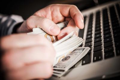 На Буковині посадовицю підозрюють у розтраті майже 3 мільйонів з обласного бюджету
