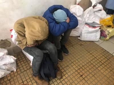 Сплять на протоколах: у Чернівцях у ТВК величезні черги - фото