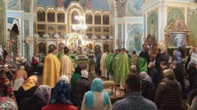 Храмове свято у Чернівцях: близько сотні жителів відвідали собор Параскеви Сербської – фото