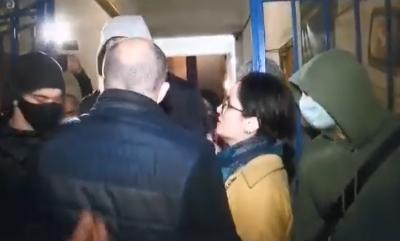 У Чернівцях між кандидатами «Єдиної Альтернативи» і партії «За майбутнє» сталася сутичка – відео