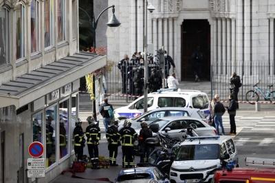 У Ніцці чоловік з ножем напав на людей біля церкви. Троє осіб загинули, ще декілька поранені
