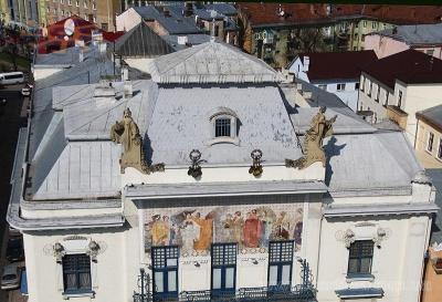 Невідома Буковина: панно на фасаді, що сяє щодня по 14 хвилин