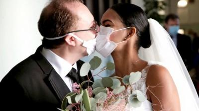 Анекдот дня: про одруження під час епідемії