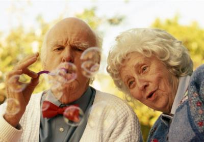 Названі небезпечні продукти і напої для літніх людей на сніданок
