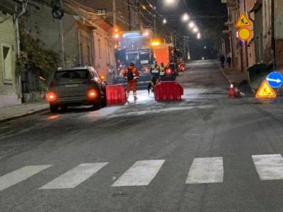 У Чернівцях дві ночі укладатимуть асфальт на вулиці Руській