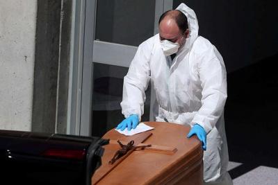 Через COVID-19. В Іспанії страйкують похоронні бюро