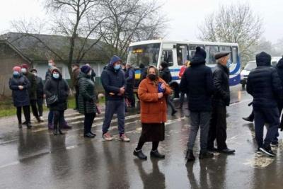 На Буковині жителі Банилова перекрили дорогу в селі, вимагаючи відновити газопостачання