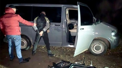 На Буковині затримали злодія, який обкрадав будинки, поки господарі святкували весілля