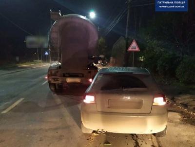 У Чернівцях п'яна водійка на Audi врізалась у вантажівку: легковик виявився краденим